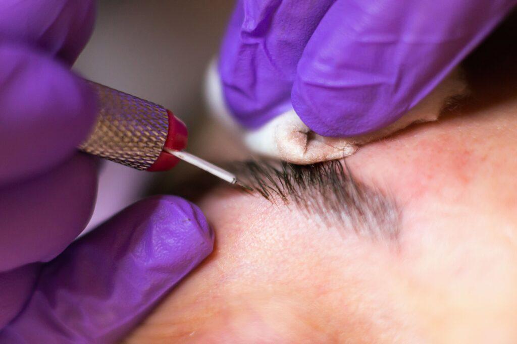 delineador de ojos permanente tatuaje