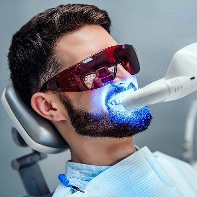 Procedimiento de blanqueamiento dental en la oficina.