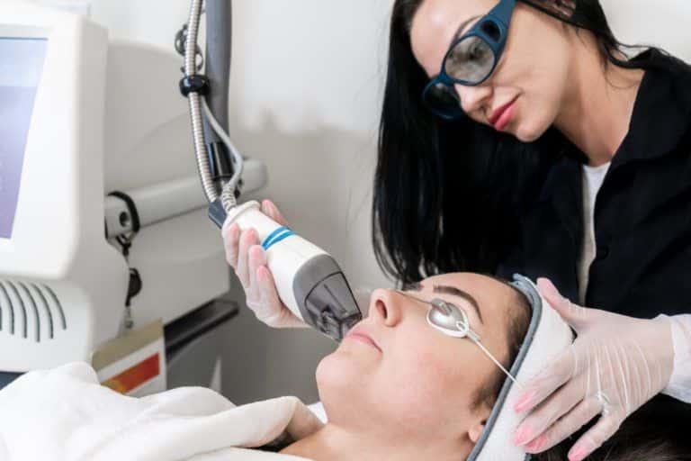 Consiga una piel impecable mediante tratamientos con láser fraccionado